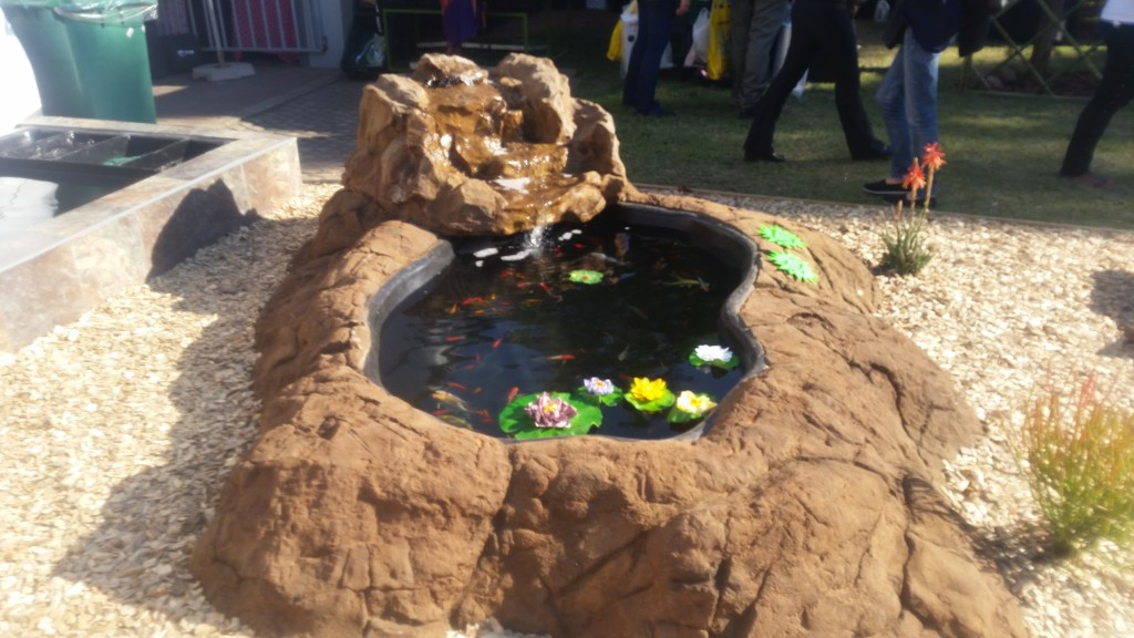 Fibreglass koi ponds for Koi pond rocks